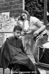 23 – Parc Maximilien. Élève en dernière année de coiffure à Bruxelles qui venait partager un peu de son temps libre.