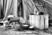 31 – Calais. Cuisine tout confort. Comment peut-on laisser vivre des êtres humains dans de telles conditions ?
