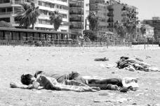 42 – Lampedusa. À Vintimille, ils sont des dizaines à dormir sur la plage ou le long de la Roya, épuisés par tout ce qu'ils ont traversé pour arriver là.